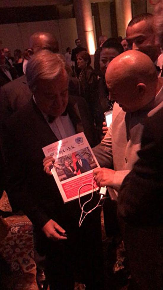 联合国秘书长古特雷斯亲切会见联合国华人友好协会的秘书长查尔斯�_士一行